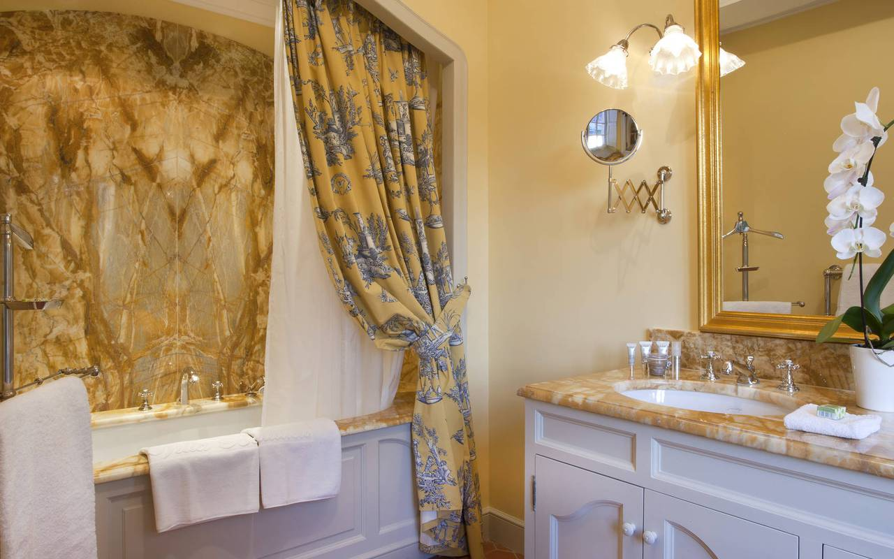 Bathroom pierre de pontleroy room - luxury accommodation aix en provence