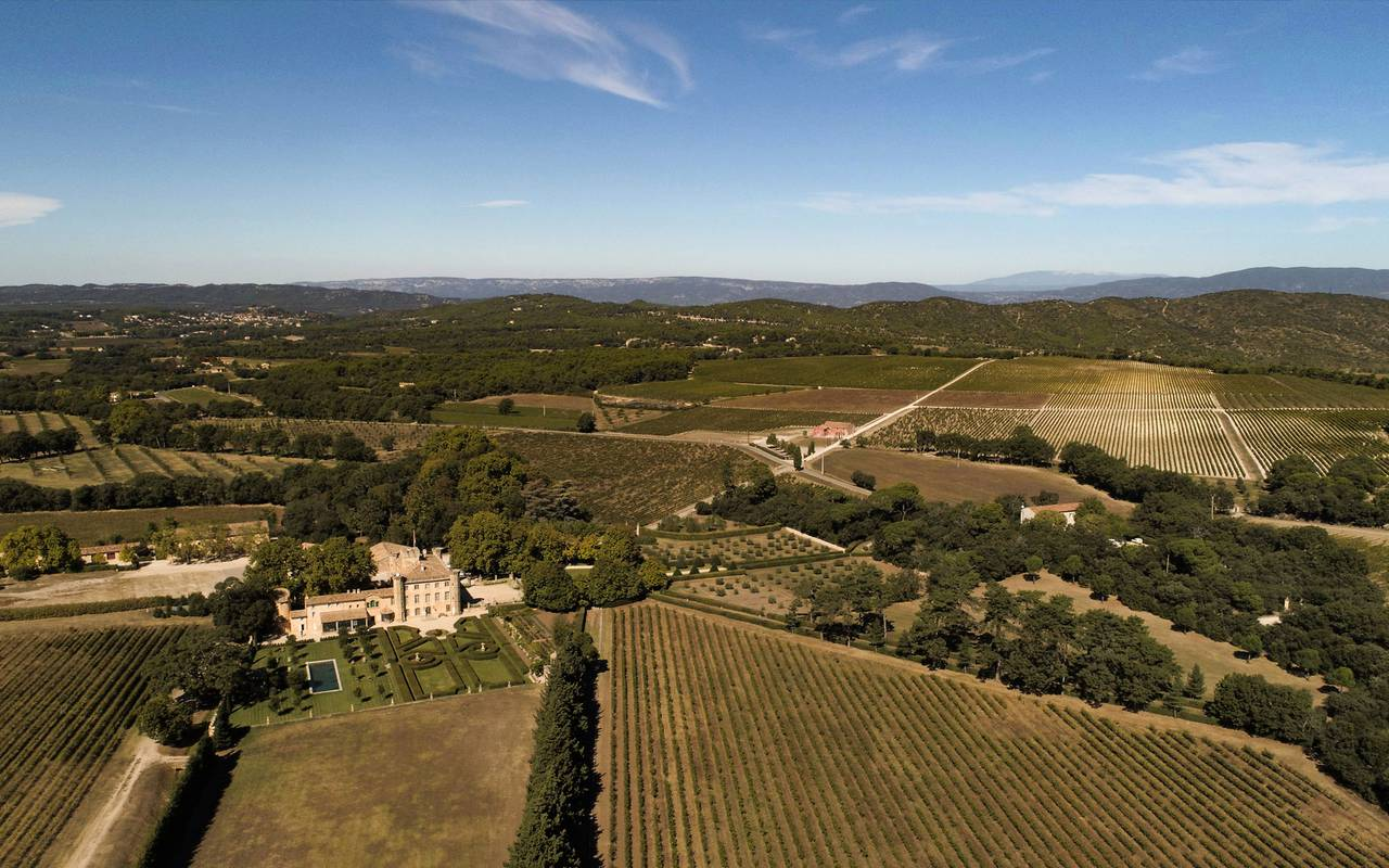 Aerial view around the Villa Baulieu - guest house in provence