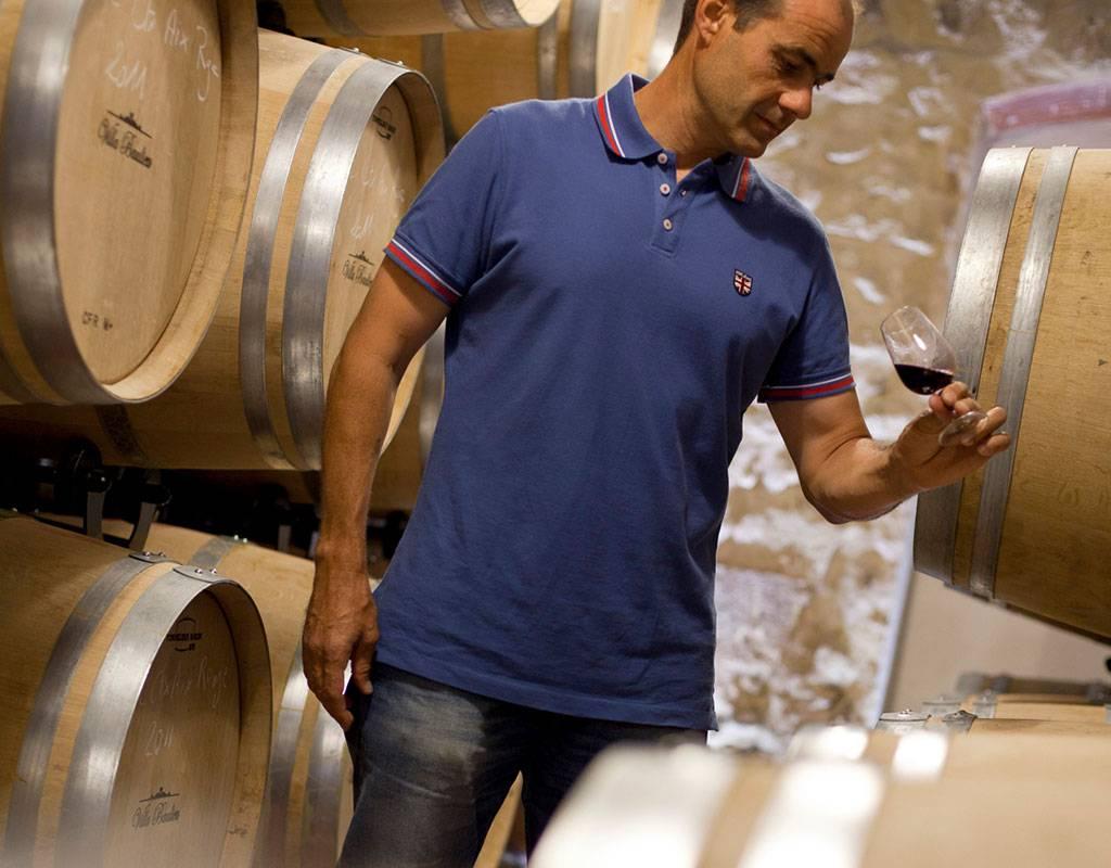 Homme cave à vins - Vignoble Provence