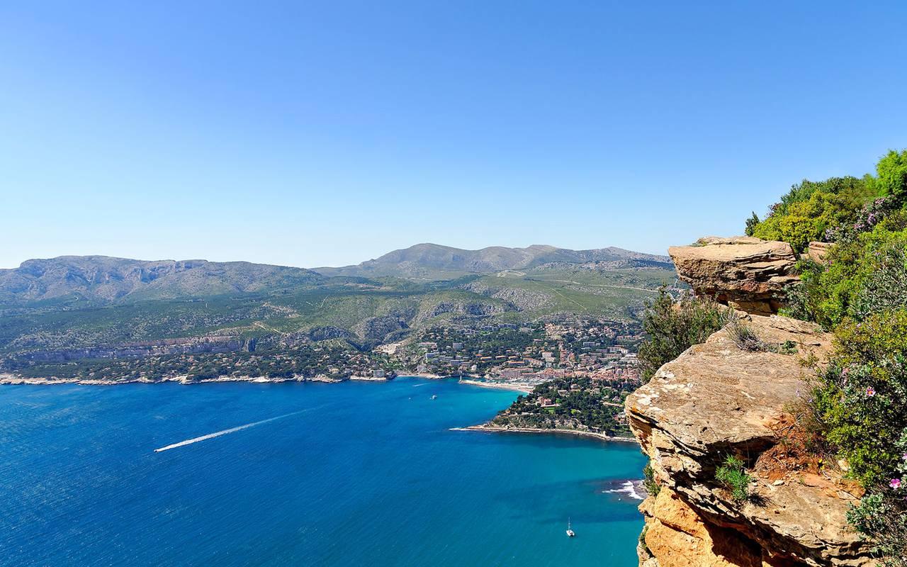 Vue sur la mer et une falaise - maison d'hôte de charme lubéron