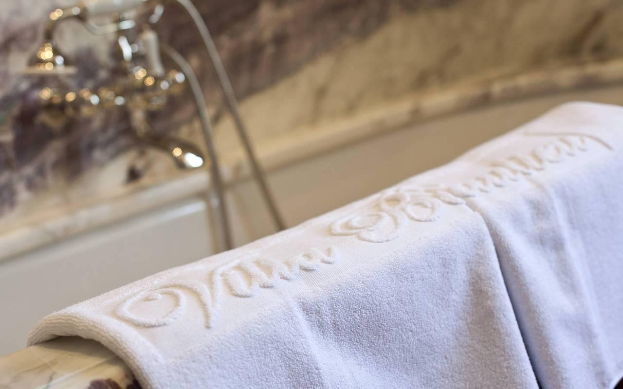 Serviette salle de bain chambre olivier de serres - vignoble provence